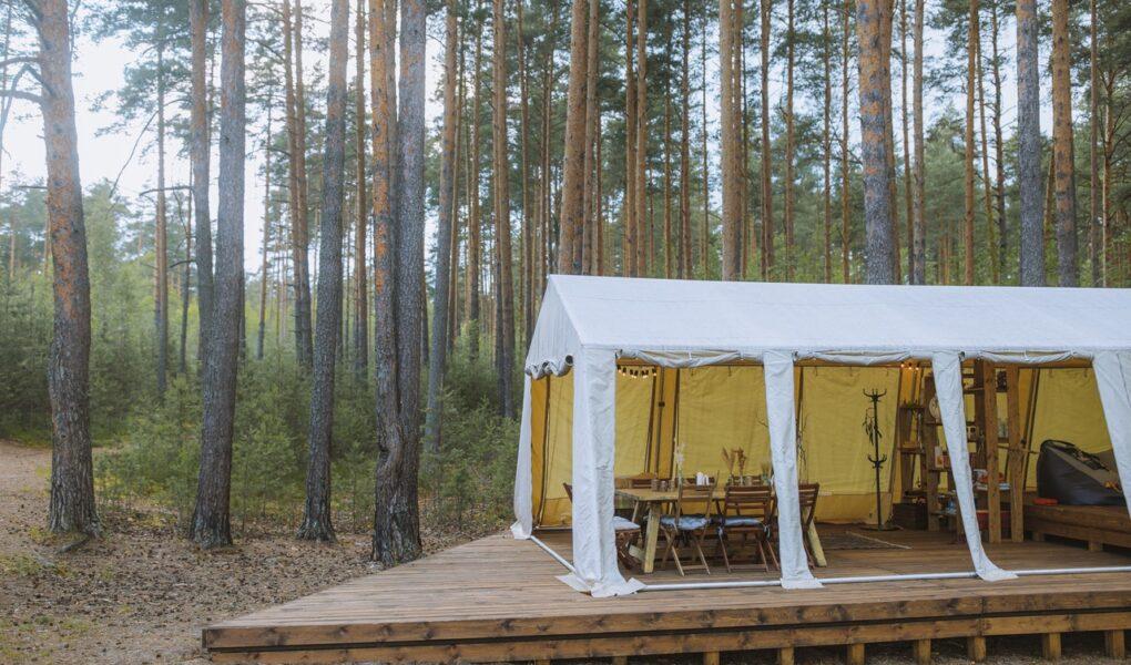 Pavillion im Wald