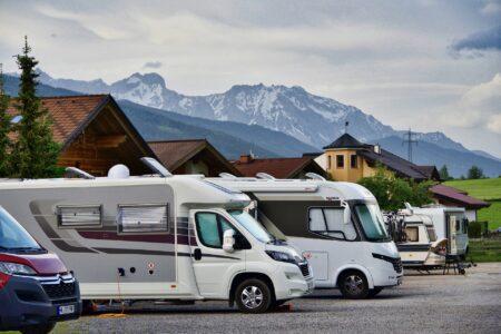 Wohnmobile in den Bergen